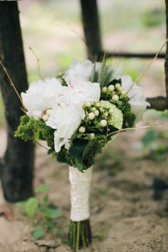 Pretty wedding bouquet: http://www.stylemepretty.com/new-jersey-weddings/south-jersey/2014/08/08/southern-new-jersey-enchanted-woodland-wedding-inspiration/ | Photography: Bri Morse - http://www.brimorseimagery.com/