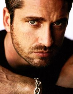 Gerard Butler I wish you were my butler ❤️