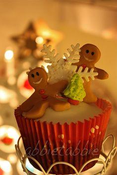 Happy Gingerbread Men Christmas Cupcake