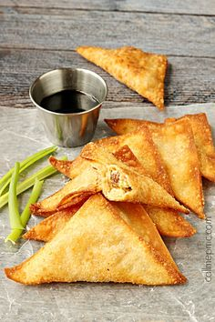 Bacon Cream Cheese Stuffed Wontons are spicy, crispy crowd-pleasing bites of bacony goodness!