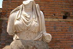 Roma, casa delle Vestali, particolare.