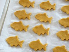 homemade gold fish crackers with cheddar cheese and sweet potato! I am totally making these babies!