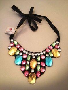 Maxi colar com pedras coloridas  http://donadomingas.tanlup.com/product/362566/maxi-colar-com-pedras-coloridas#