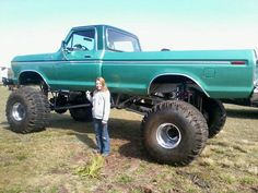 old possibly 1978 or 1979 Ford.    2.5 ton rockwells44in Truxus tiresfox coil oversfront and rear 4 link suspension
