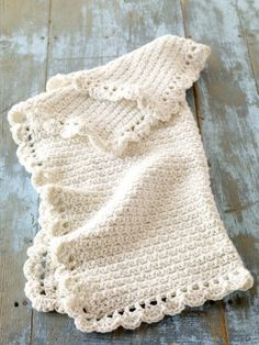 Going to make this for a friend who is having a baby in October  I love the edging!