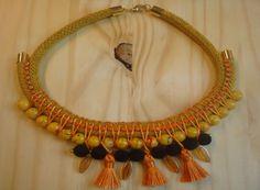 collar etnico en naranjas
