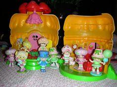 Vintage Strawberry Shortcake House  vinyl figures
