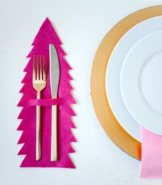 DIY Reversible Christmas Tree Flatware Mat   Confetti Pop - Such a fun idea for the holidays!