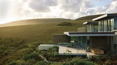 Stefan Antoni Olmesdahl Truen Architects (SAOTA) designed Cove 6, a house located in Knyzna, South Africa.