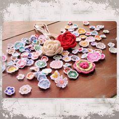 + de 100 flores de #ganchillo #crochet http://somethingsbypinturadecor.blogspot.com.es/2012/08/mas-de-100-flores.html biquini