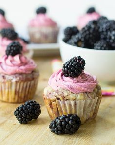 Blackberry Cupcakes with Blackberry Buttercream with fresh blackberry purée added to the batter & buttercream frosting. Such pretty cupcakes! #cupcakerecipes
