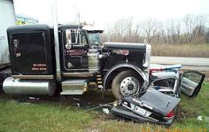 Police car ran over by semi truck █ † █ #lamistardilocast #accident #collision #crash #colisión #коллизия █ † █