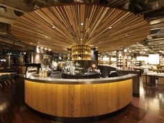Artists, dignitaries, designers, and actors from the Tokyo Roppongi neighborhood gather at this Starbucks store for inspiration and ideas.