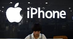 CHINA-US-IT-TELECOM-APPLE-IPHONE