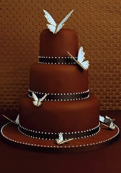 pretty cake-- Grooms cake minus the butterflies