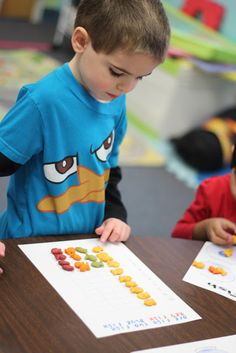 Sorting and graphing colored gold fish -One Fish, Two Fish, Red Fish, Blue Fish activity -Prek