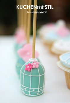 love these birdcage cake pops!
