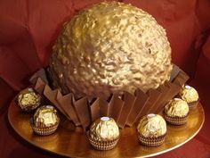 GUÍA   TARTA FERRERO ROCHER # 160 # Cosasdeloli·188 videos  Suscribirse 36.604 236.551   4.531       74 Me gusta    Acerca del video   Compartir   Agregar a      Publicado el 05/11/2012 Ingredients: (one half)  - 1/2 Box Ferrero Rocher (8 units) - 50 grs. ground hazelnuts - 250 grs. Nutella cream - ½ l. of cream (500 milliliters) - 100 grs. milk. - 2 eggs white. - 50 grs. Chocolate with milk. Not fondant. (She amend in a comment later) - 6 gelatin sheets  Coverage ingredients: (one half):  - 100