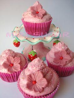 Cupcakes de fresas y chocolate blanco con frosting de strawberry cheesecake