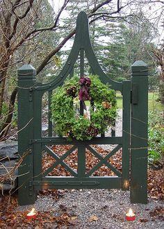 holiday, christmas wreaths, yard, fenc, green garden, garden gates, christmas decorating ideas, garden design ideas, green gate