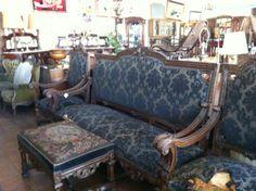 Juegos de living y sillones antiguos on pinterest 23 pins for Sillones antiguos tapizados