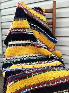 Gold and Navy Ribbed Scrap Afghan- I like this look...