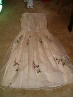 vintage 50's embroidered floral chiffon tea length wedding dress $26