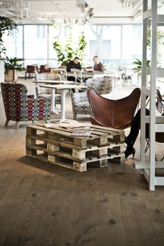 Palet vintage chairs, interior design, coffee tables, vienna, interiors, hotel daniel, wood pallets, pallet tables, hotels