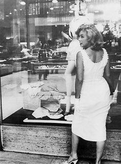 Marilyn window shopping