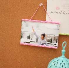 These paper straw photo hangers are super easy to make.