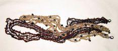 Pulsera con perlas inspirados en la corteza de árbol.