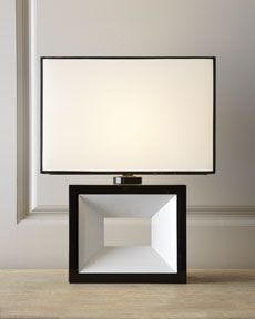 H6EEA Lacquered Table Lamp