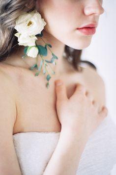 DIY Fresh Floral Earrings.   Photography: D'Arcy Benincosa - www.slcutahweddingphotography.com / Pin curated by Pretty Planner Weddings & Events www.prettyplannerweddings.com / #weddings #weddingplanner #destinationweddingplanner #weddingdesign