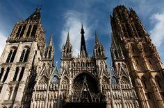 """""""Catedral de Nuestra Señora de Rouen"""" ubicada en Francia, mantuvo el título de la más alta del mundo entre 1876 y 1880. En su interior está la tumba del rey de Inglaterra Ricardo Corazón de León."""