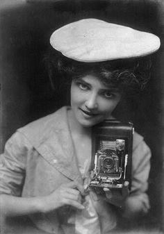 Kodak girl, 1909