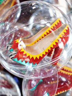 Amazing fairground 'grabber' game at Christian Louboutin's London boutique!