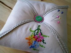 how to make a simple pincushion from a vintage hankerchief. I love vintage embroidery, but I never buy it because I don't know what to do with it. here's one idea...