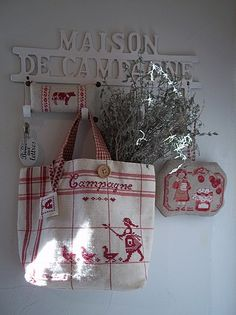 faire un petit sac comme martine... country cottages, red, tea towels, bag, broderi, white, cottage kitchens, cross stitches, embroideri