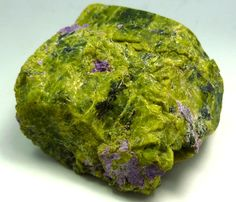 | Serpentine/Stichtite Specimen (Atlantisite.)435cts RT1555