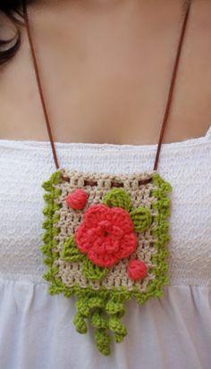 #Complementos de moda. #collar colgante de crochet con flor coral de DIDIcrochet. Venta, € 12.  http://es.dawanda.com/shop/DIDIcrochet