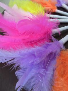 DIY Fluffy Feather Pens. #Tutorial here... I NEED to make these for my PartyLite shows!!!!! birthday parti, schools, ann creativ, fluffi feather, feather pen, feathers, school fun, pens, back to school