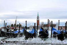 http://equator.eftours.com/wp-content/uploads/2012/11/Venice-Gondolas-Rain.jpg