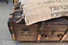 A funky old trunk and bean sack ottoman on wheels, with a burlap pillowcase... super cool AND easy to make via : http://www.funkyjunkinterio...