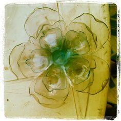 Flor con botellas plásticas