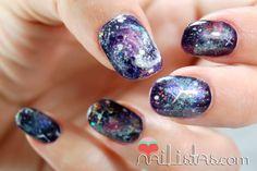 Uñas decoradas con galaxias // Galaxy nails