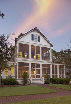 ohhh how I would love those screened porches.... screen porches, porch swings, dream homes, farmhouse screened porch, dream porch, back porches, front porches, screened porches