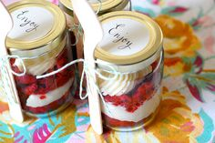 Have you ever had a party and forgot to serve desert?  It happens!  Or people have to leave early... well here is a great solution and it's super cute... Cake in a jar!