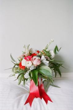 Red, white and green bouquet | Kelly Sauer