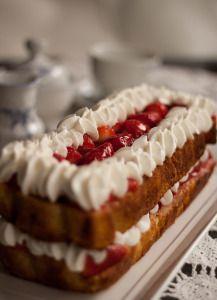 עוגת תותים, שוקולד לבן וקצפת