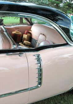 If I close my eyes and tap my heels, can this fabulous pink vintage car - completely with old school picnic paraphernalia - please me mine? :) #picnic #vintage #pink #car